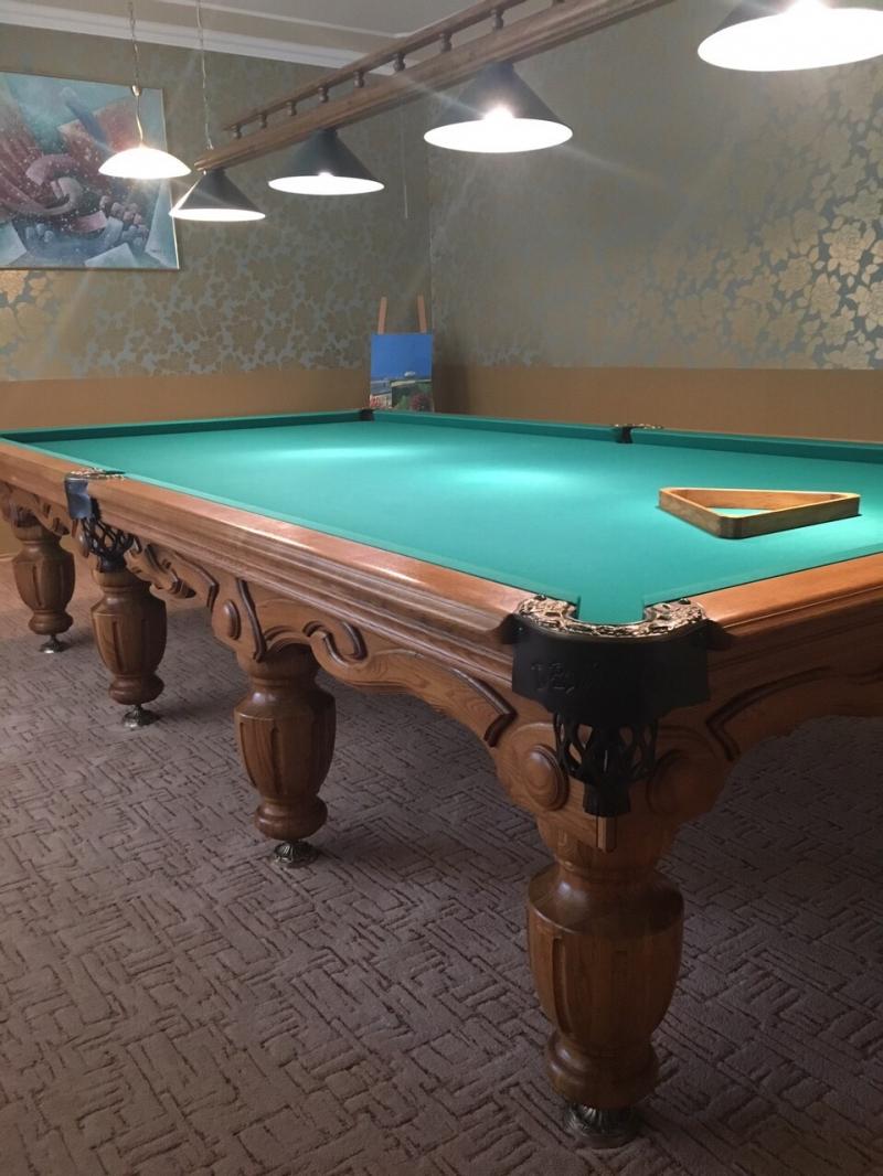 Дубовый бильярдный стол для русского бильярда